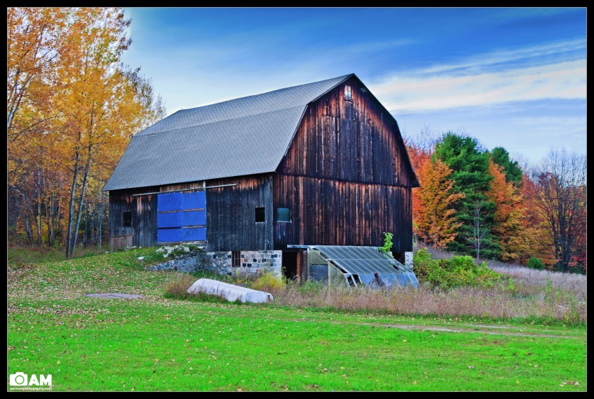 Autumn Barn in Northern Michigan